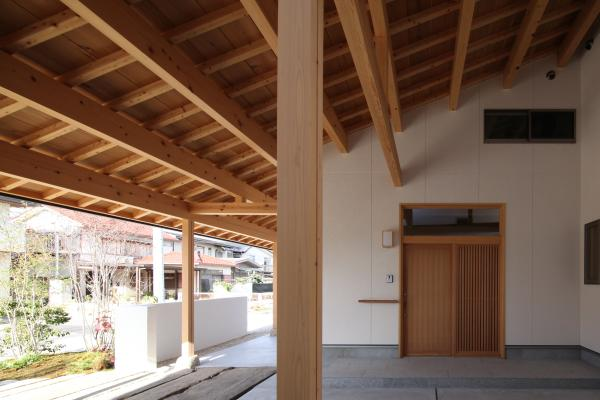 自然素材による木の家の軒裏(のきうら)