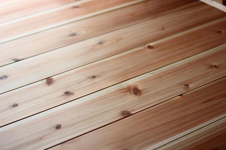 杉の厚板の無垢フローリングの拡大写真