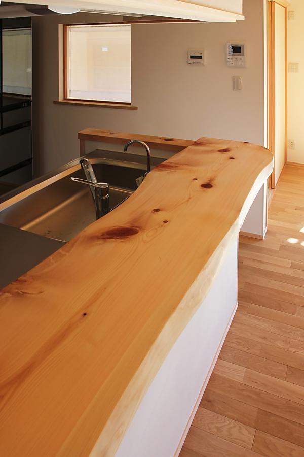 ヒノキの無垢のキッチンカウンター