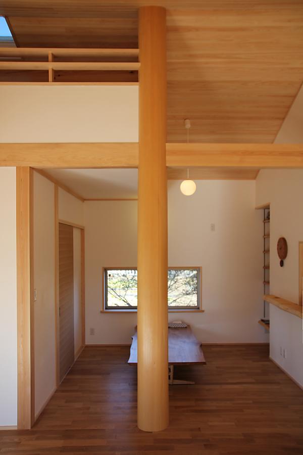 木の家の丸柱