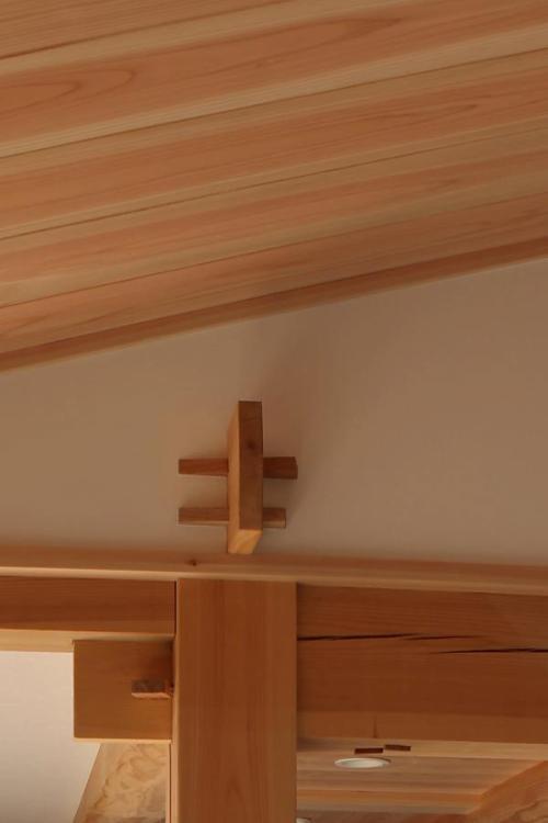 自然素材の木の家の手刻みの鼻栓(はなせん)