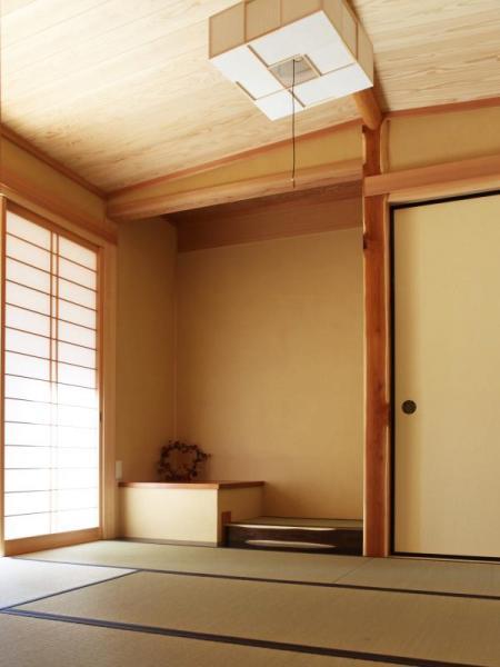 純和風の木の家の舟底(ふなぞこ)天井