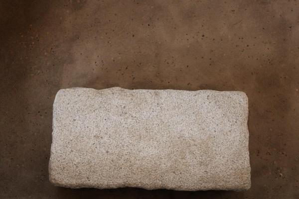 自然素材の木の家の石