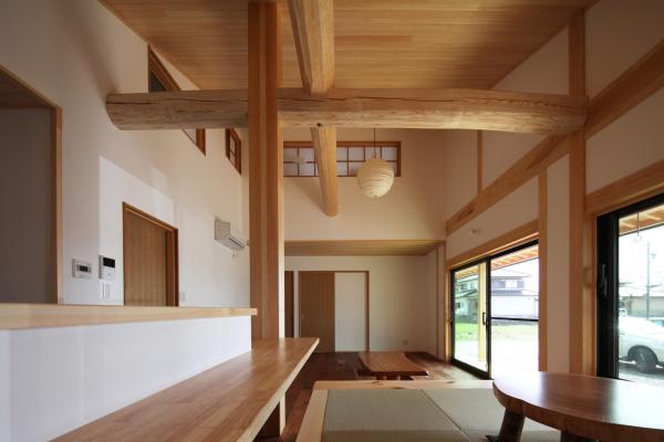 自然素材による木の家のナチュラルテイストのリビング・ダイニング