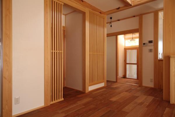 町家のような家の和風注文住宅の木格子