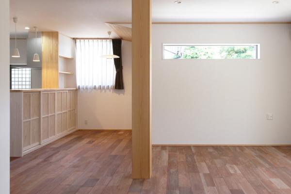 ナチュラルな自然素材の木の家のリビングダイニング