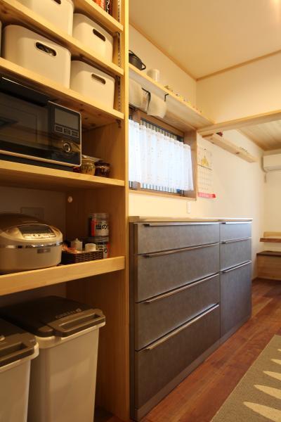 自然素材による木の家のキッチンの水屋