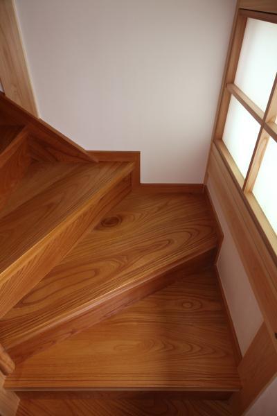 和風の注文住宅の階段