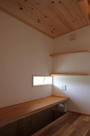自然素材による木の家のDEN(穴倉、隠れ家)