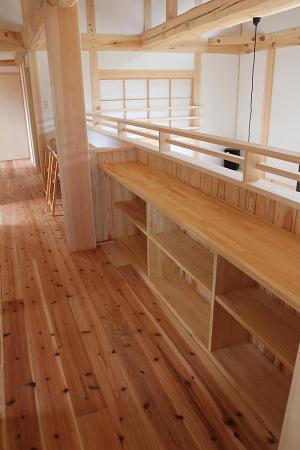 自然素材による木の家の収納・納戸