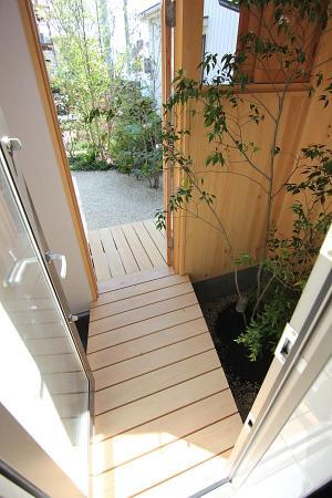 木の家の坪庭についての画像です。
