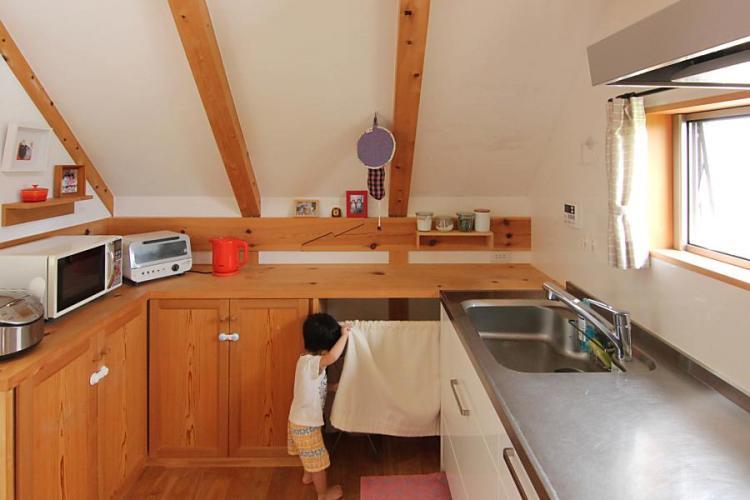 ナチュラルテイストで小屋風の自然素材による木の家のキッチン(kitchin)