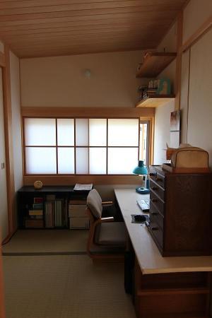 自然素材による木の家の書斎