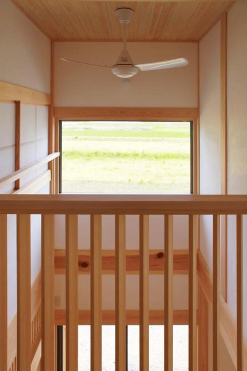愛知県でカフェ(cafe)スタイルの自然素材の木の家の吹抜け部の木製手摺
