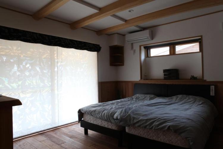 自然素材による木の家の寝室