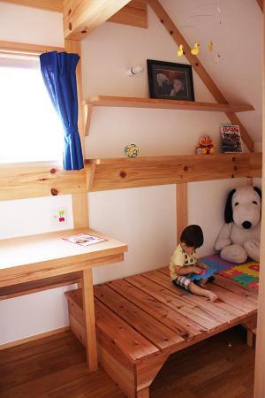 愛知県の小さな家のリビングダイニング