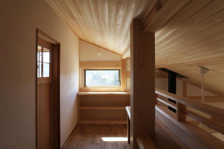 木の家の廊下についての画像です。