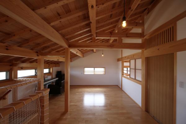 町家のような家の和風注文住宅の2階のホール