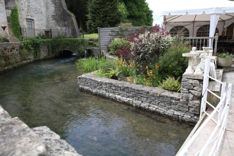 英国コッツウォルズの庭