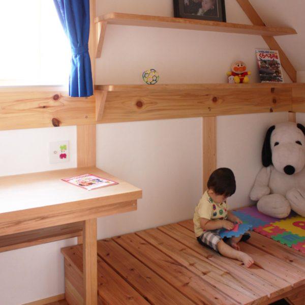 木の家の子供部屋