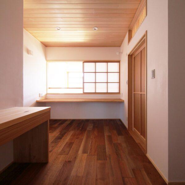 自然素材の家の2階多目的廊下
